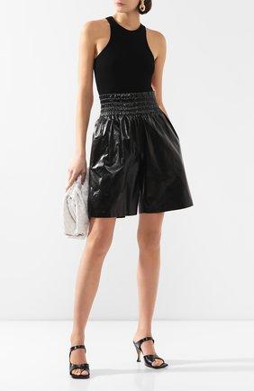 Женские кожаные шорты BOTTEGA VENETA черного цвета, арт. 619210/VKLC0 | Фото 2
