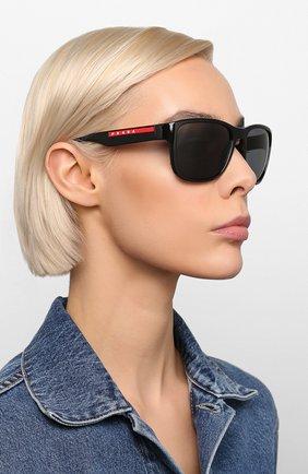 Женские солнцезащитные очки PRADA LINEA ROSSA черного цвета, арт. 01US-1AB5Z1 | Фото 2