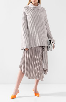 Женский шерстяной свитер  NANUSHKA серого цвета, арт. RAW_HEATHER GREY_S0FT W00L BLEND | Фото 2