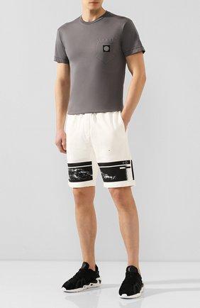 Мужская хлопковая футболка STONE ISLAND темно-серого цвета, арт. 721520113 | Фото 2