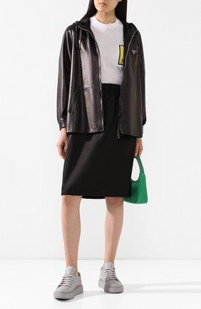 Женская кожаная куртка PRADA черного цвета, арт. 58A015-1WDV-F0002   Фото 2