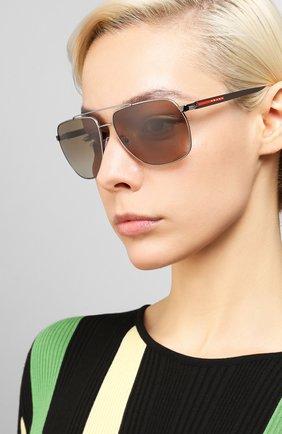 Женские солнцезащитные очки PRADA LINEA ROSSA коричневого цвета, арт. 55VS-5AV1X1   Фото 2