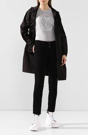 Женская хлопковая футболка MONCLER серого цвета, арт. F1-093-8C728-10-V8094 | Фото 2