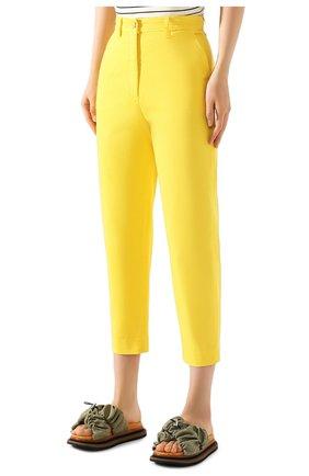 Женские хлопковые брюки TWO WOMEN IN THE WORLD желтого цвета, арт. LAUREN/YEAT3   Фото 3 (Женское Кросс-КТ: Брюки-одежда; Силуэт Ж (брюки и джинсы): Прямые; Материал внешний: Хлопок; Длина (брюки, джинсы): Укороченные)