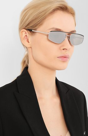 Женские солнцезащитные очки MOSCHINO серебряного цвета, арт. M0S053 010   Фото 2 (Тип очков: С/з; Очки форма: Прямоугольные, D-форма; Оптика Гендер: оптика-женское)