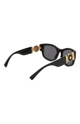 Женские солнцезащитные очки VERSACE черного цвета, арт. 4372-GB1/81 | Фото 4