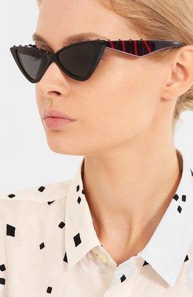 Женские солнцезащитные очки VALENTINO черного цвета, арт. 4064-500187 | Фото 2