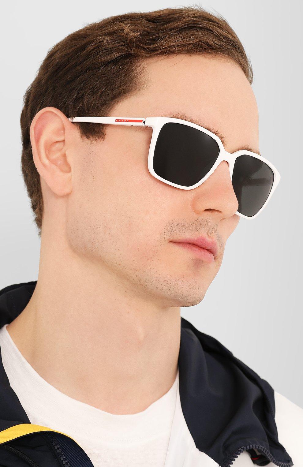 Женские солнцезащитные очки PRADA LINEA ROSSA белого цвета, арт. 06VS-AAI5S0 | Фото 3