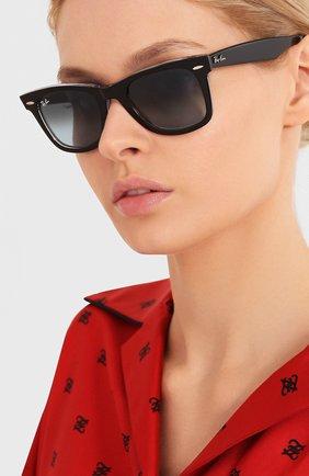 Женские солнцезащитные очки RAY-BAN черного цвета, арт. 2140-12943M | Фото 2