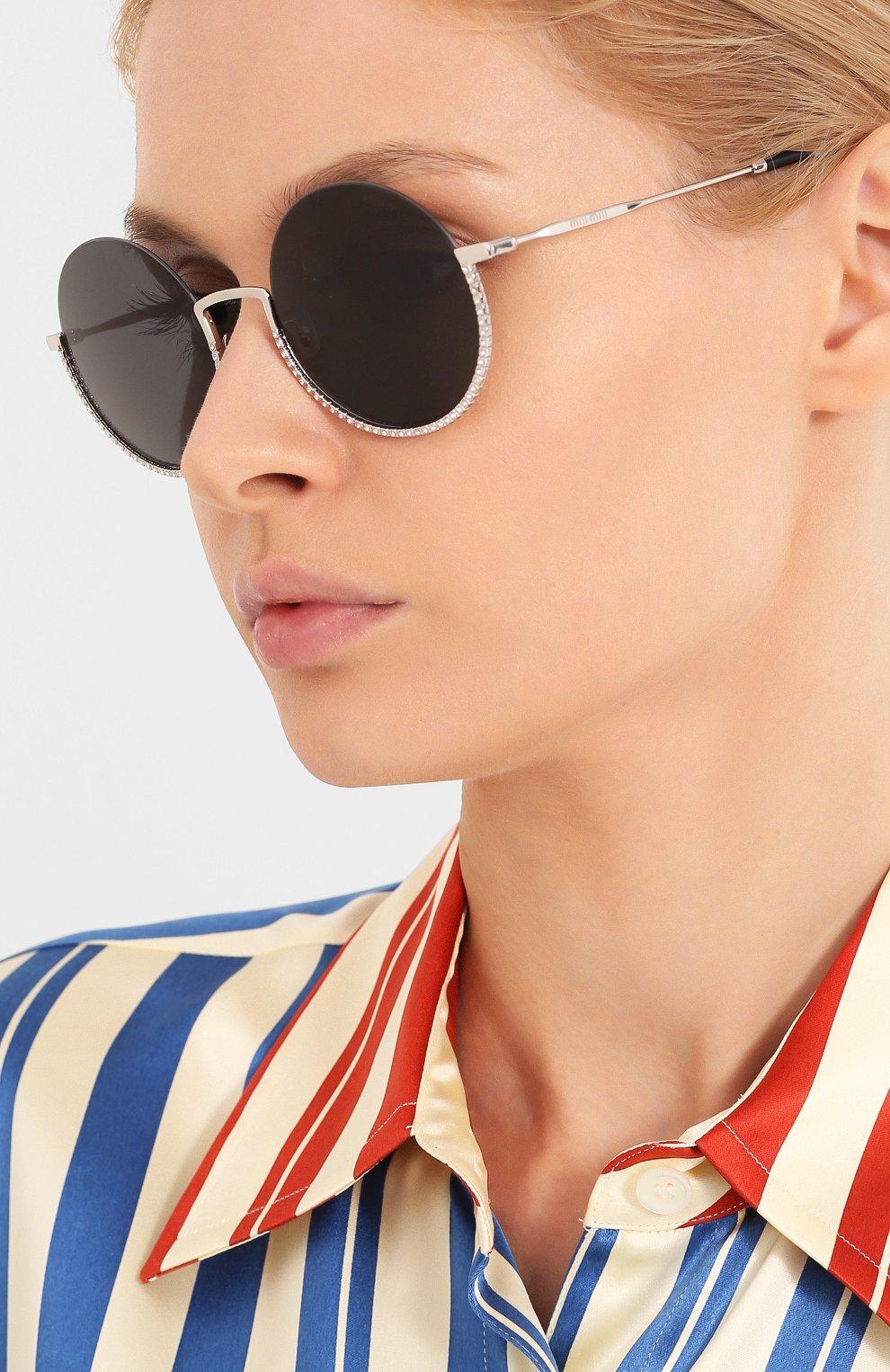 Женские солнцезащитные очки MIU MIU черного цвета, арт. 69US-1BC5S0 | Фото 2