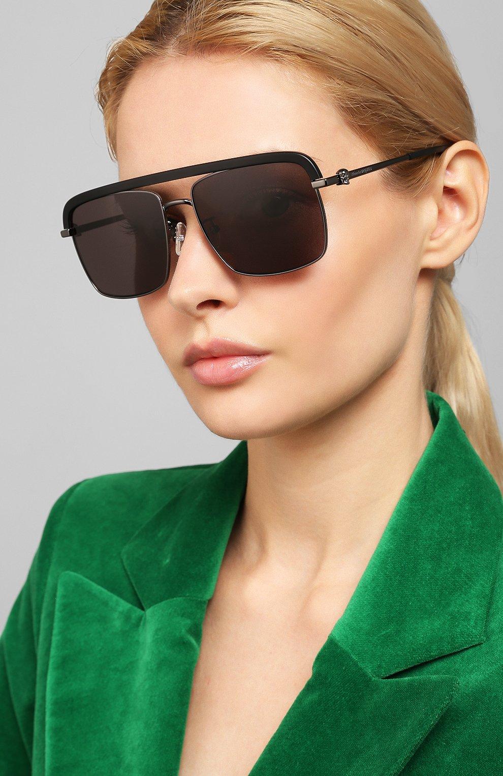 Женские солнцезащитные очки ALEXANDER MCQUEEN черного цвета, арт. AM0258S 002   Фото 2