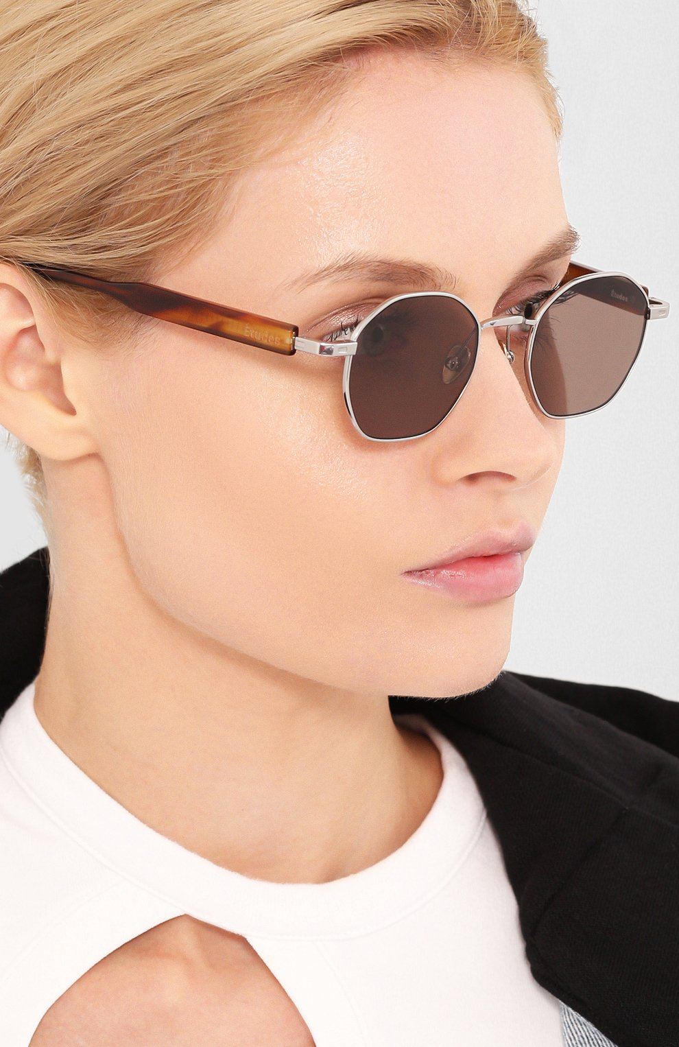 Женские солнцезащитные очки ÉTUDES серебряного цвета, арт. LIBERTE WHITE SILVER RT WITH CHAIN | Фото 2