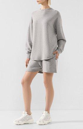 Женский кашемировый свитер EXTREME CASHMERE серого цвета, арт. 053/CREW H0P   Фото 2