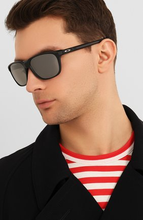Мужские солнцезащитные очки OAKLEY черного цвета, арт. 9420-942008 | Фото 2