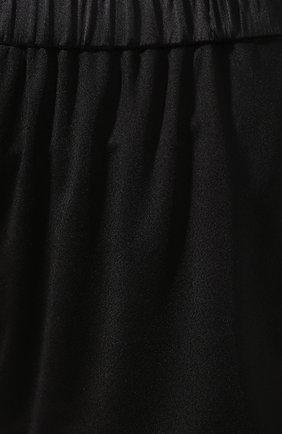 Женские шорты из вискозы TOM FORD черного цвета, арт. SHJ006-FAX159 | Фото 5 (Женское Кросс-КТ: Шорты-одежда; Длина Ж (юбки, платья, шорты): Мини; Материал подклада: Вискоза; Стили: Кэжуэл)