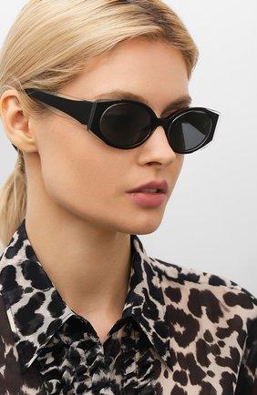 Женские солнцезащитные очки MATTHEW WILLIAMSON черного цвета, арт. MW249C1 SUN | Фото 2