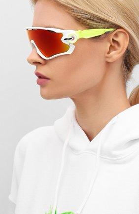 Женские солнцезащитные очки OAKLEY желтого цвета, арт. 9290-929058 | Фото 2