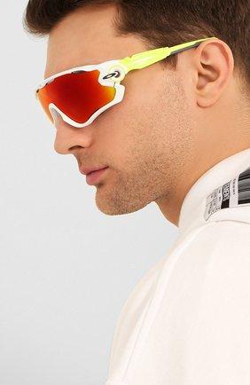 Женские солнцезащитные очки OAKLEY желтого цвета, арт. 9290-929058 | Фото 3