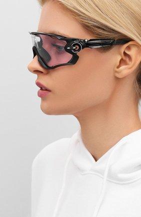 Женские солнцезащитные очки OAKLEY черного цвета, арт. 9290-929054 | Фото 2