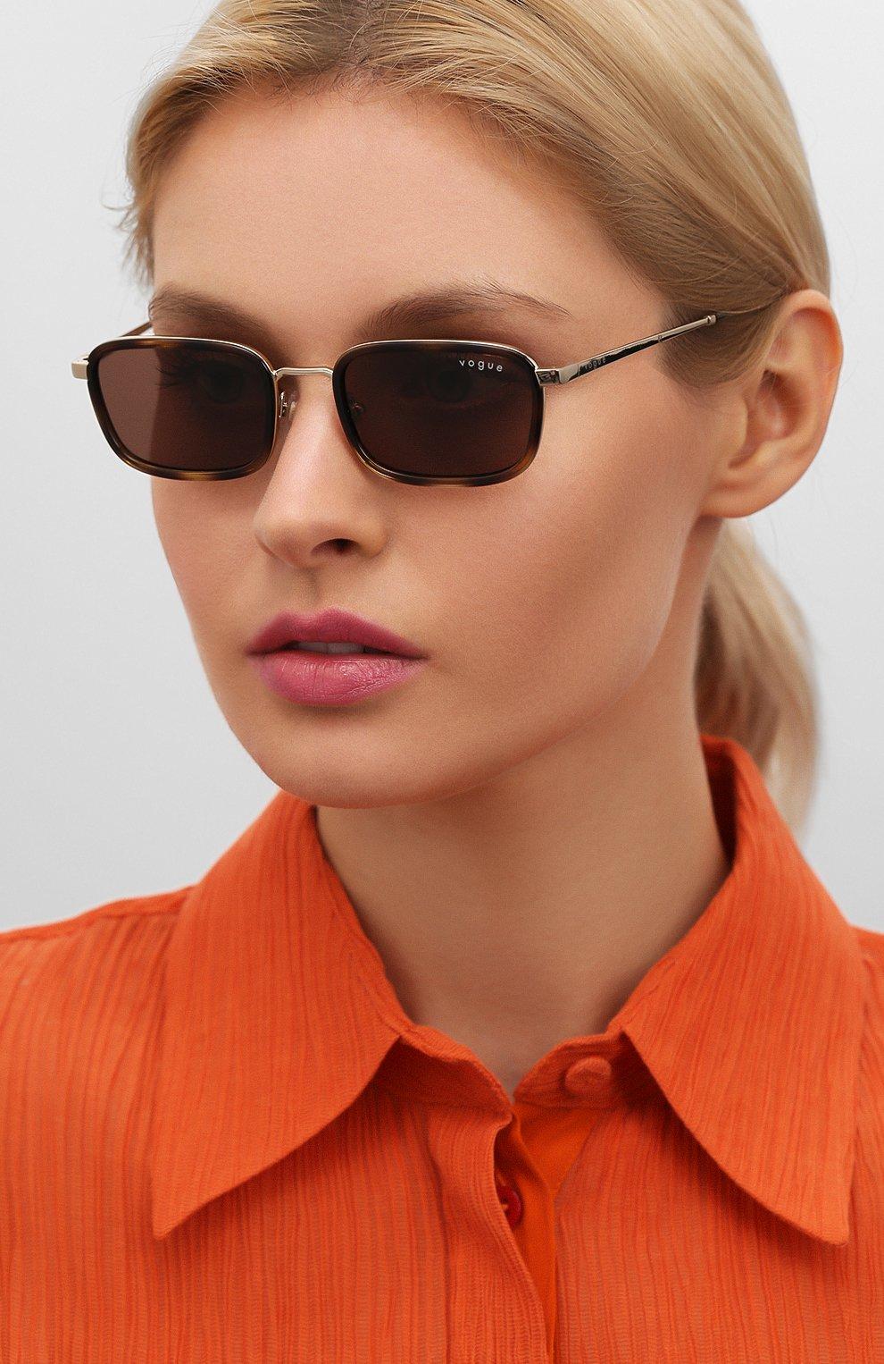 Женские солнцезащитные очки VOGUE коричневого цвета, арт. 4166S-848/73 | Фото 2