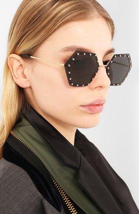 Женские солнцезащитные очки VALENTINO серого цвета, арт. 2035-300387 | Фото 2