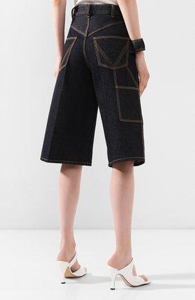 Женские джинсовые шорты BOTTEGA VENETA синего цвета, арт. 618496/VF400   Фото 4