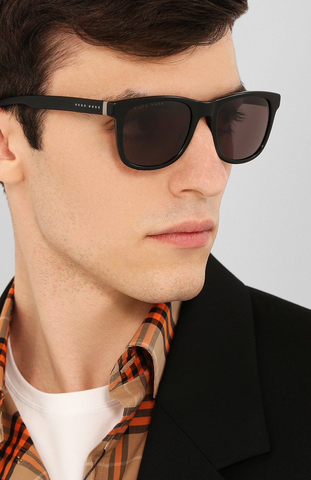 Женские солнцезащитные очки BOSS черного цвета, арт. 1039 807 | Фото 3