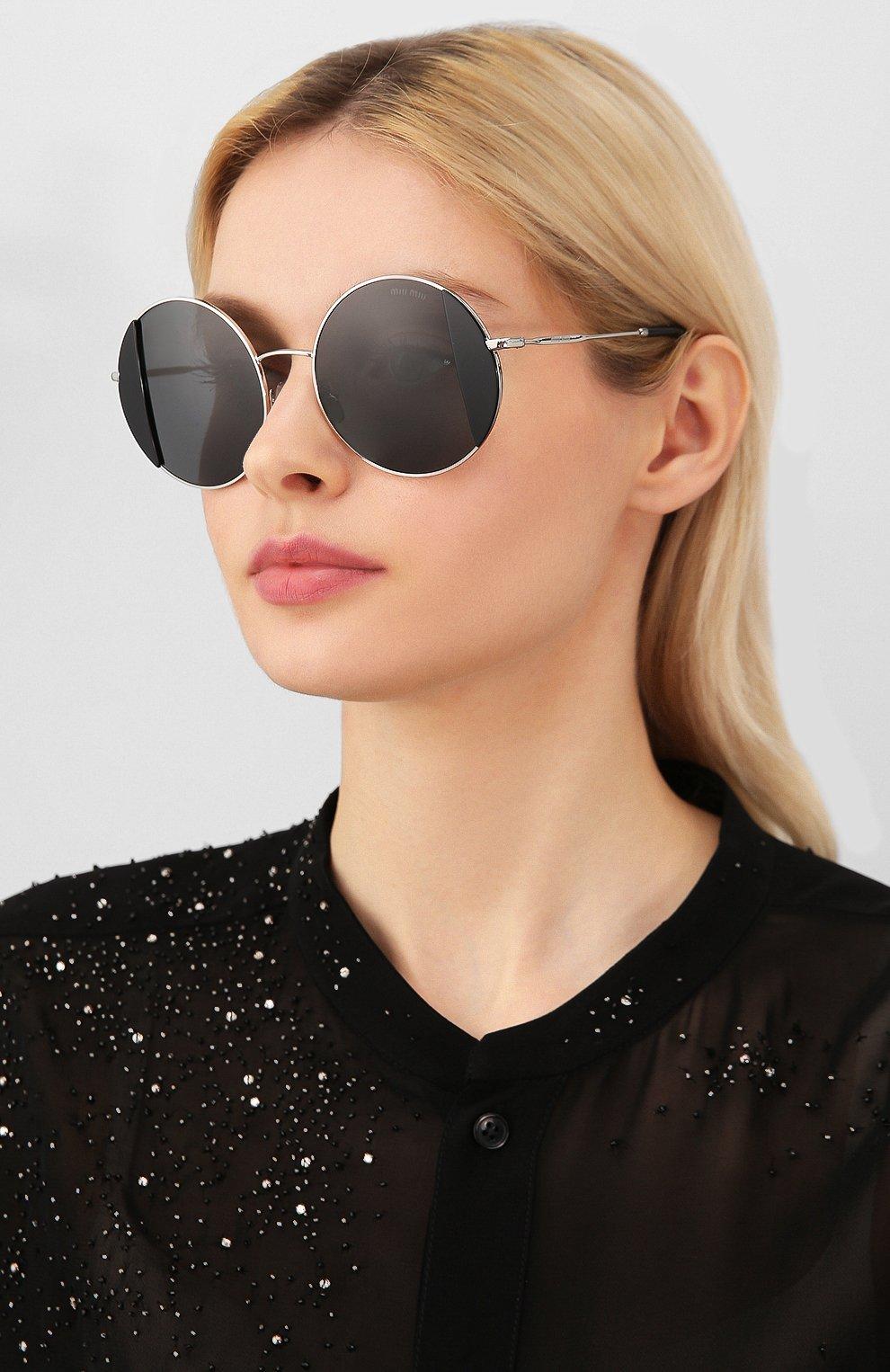 Женские солнцезащитные очки MIU MIU черного цвета, арт. 57VS-1AB5S0 | Фото 2