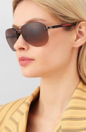 Женские солнцезащитные очки PRADA LINEA ROSSA коричневого цвета, арт. 56MS-5AV6S1   Фото 2