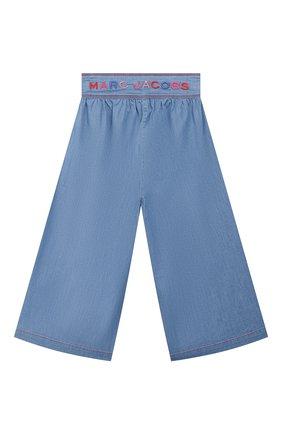 Детские брюки свободного кроя MARC JACOBS (THE) голубого цвета, арт. W14237   Фото 2 (Материал внешний: Хлопок; Девочки Кросс-КТ: Брюки-одежда; Ростовка одежда: 9 лет   134 см, 12 лет   152 см, 3 года   98 см, 4 года   104 см, 5 лет   110 см, 7 лет   122 см)