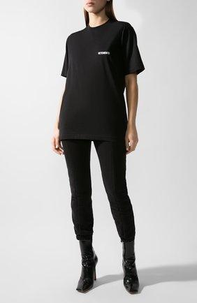 Женская хлопковая футболка VETEMENTS черного цвета, арт. UAH21TR501 1600/W   Фото 2
