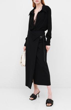 Женские кожаные мюли BOTTEGA VENETA черного цвета, арт. 608854/VBSS0 | Фото 2