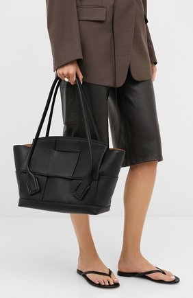 Женская сумка-шопер arco 48 BOTTEGA VENETA черного цвета, арт. 598244/VA981 | Фото 2