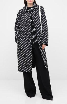 Женский плащ VETEMENTS черно-белого цвета, арт. UAH21JA028 1008/W | Фото 2