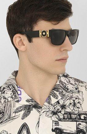Мужские солнцезащитные очки VERSACE черного цвета, арт. 4369-GB1/87 | Фото 2
