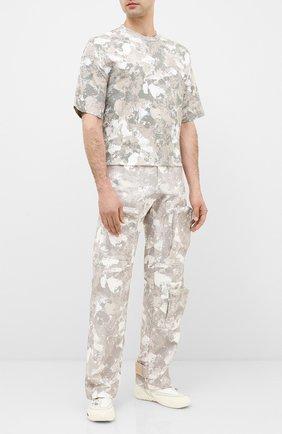 Мужской хлопковые брюки-карго MARCELO BURLON бежевого цвета, арт. CMCA158E20FAB001 | Фото 2