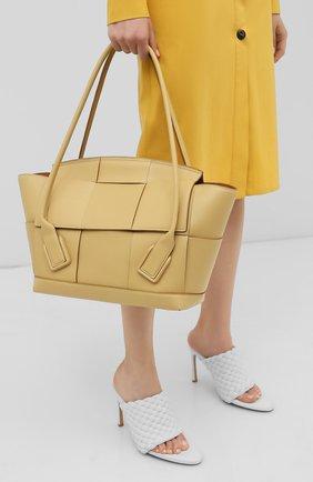 Женская сумка arco 48 BOTTEGA VENETA бежевого цвета, арт. 598244/VMAP1 | Фото 2