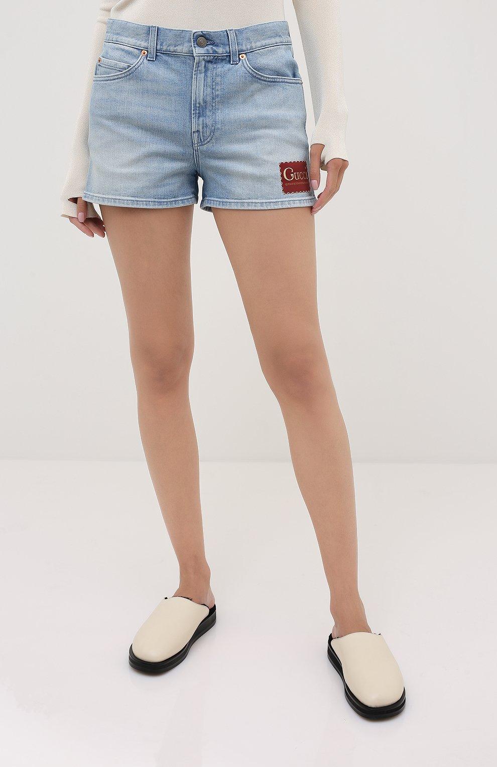 Женские джинсовые шорты GUCCI голубого цвета, арт. 583978/XDA6C   Фото 3 (Женское Кросс-КТ: Шорты-одежда; Кросс-КТ: Деним; Длина Ж (юбки, платья, шорты): Мини; Материал внешний: Хлопок, Деним; Стили: Кэжуэл)