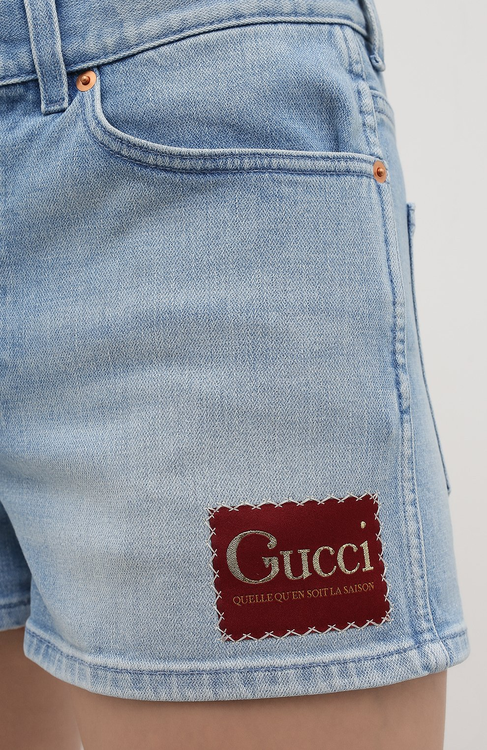 Женские джинсовые шорты GUCCI голубого цвета, арт. 583978/XDA6C   Фото 5 (Женское Кросс-КТ: Шорты-одежда; Кросс-КТ: Деним; Длина Ж (юбки, платья, шорты): Мини; Материал внешний: Хлопок, Деним; Стили: Кэжуэл)