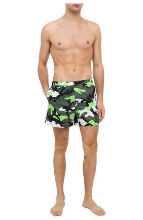 Детского плавки-шорты  VALENTINO зеленого цвета, арт. UV3UH0285EB | Фото 2