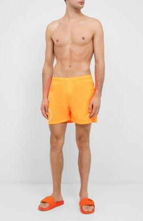 Детского плавки-шорты  VALENTINO оранжевого цвета, арт. UV3UHA106GJ | Фото 2