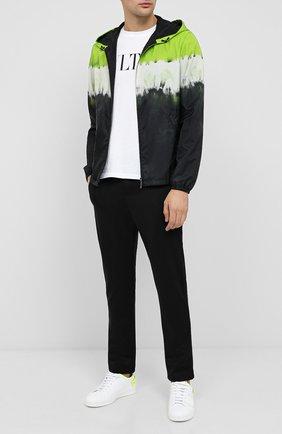 Мужской брюки VALENTINO черного цвета, арт. UV3MD02M6KP | Фото 2