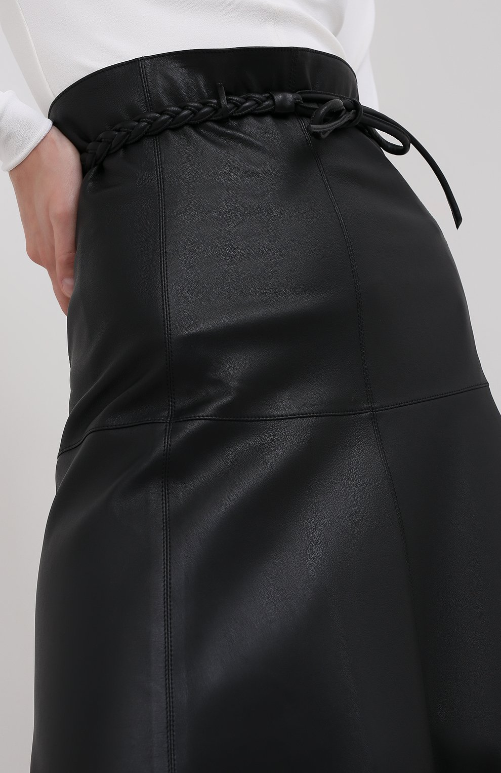 Женская кожаная юбка VALENTINO черного цвета, арт. UB3NI07I4N2   Фото 6
