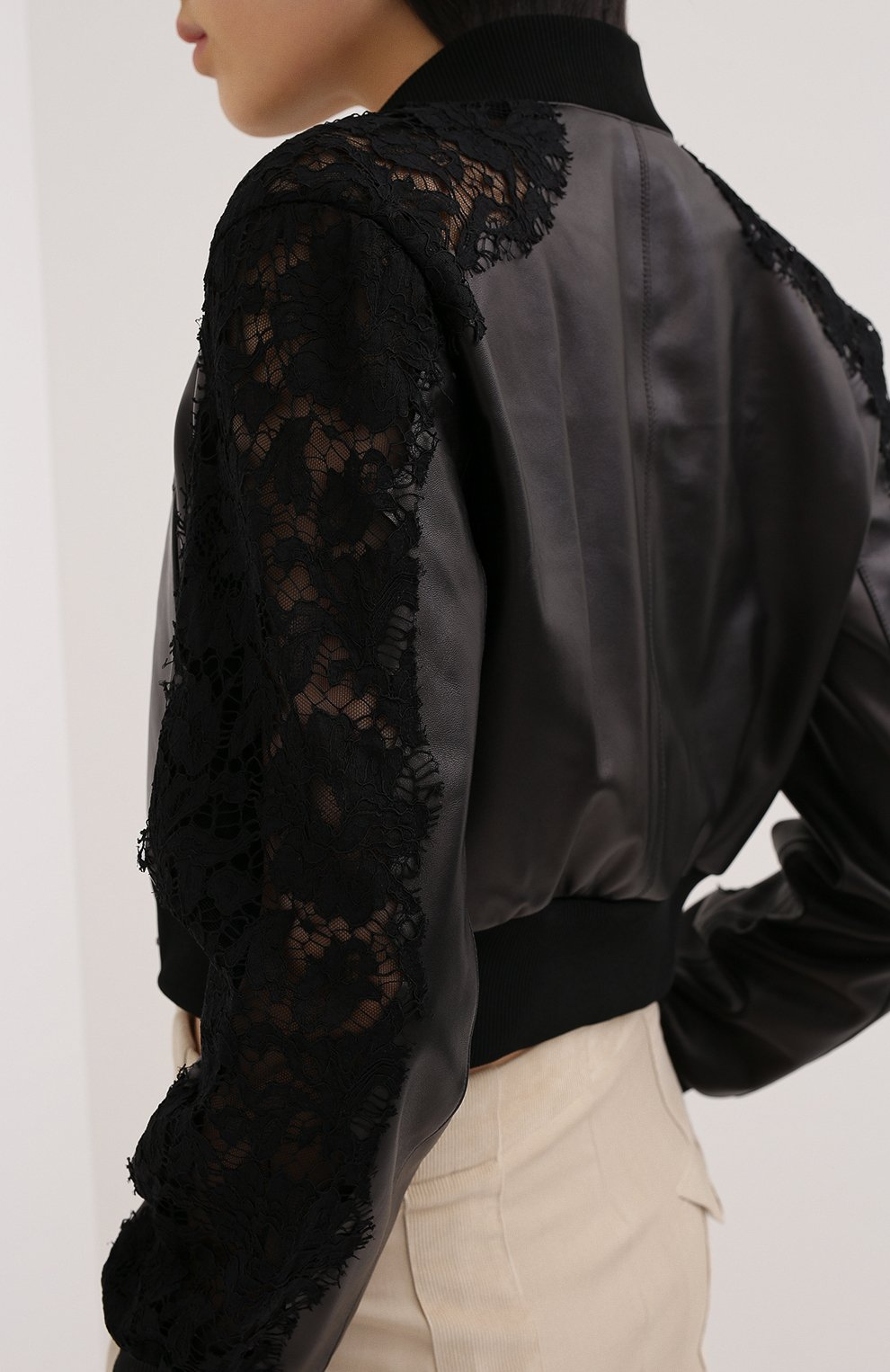 Женский кожаный бомбер VALENTINO черного цвета, арт. UB3NA05R1Y9   Фото 4