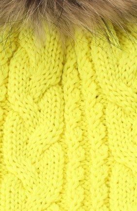 Детского шерстяная шапка с меховым помпоном CATYA желтого цвета, арт. 24651 | Фото 3