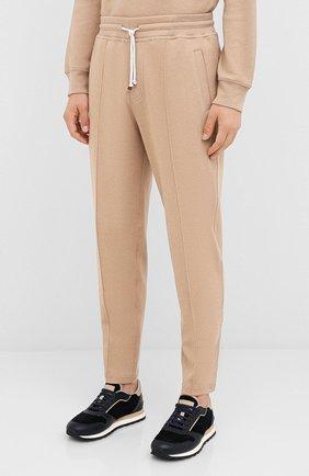 Мужские хлопковые брюки BRUNELLO CUCINELLI бежевого цвета, арт. M0T313212G   Фото 3 (Мужское Кросс-КТ: Брюки-трикотаж; Случай: Повседневный; Материал внешний: Хлопок; Длина (брюки, джинсы): Укороченные)