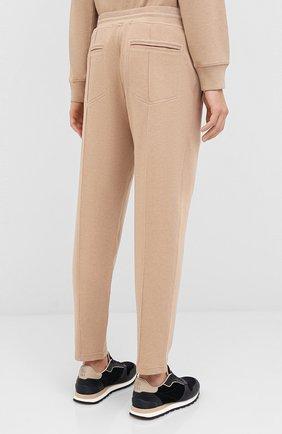 Мужские хлопковые брюки BRUNELLO CUCINELLI бежевого цвета, арт. M0T313212G   Фото 4 (Мужское Кросс-КТ: Брюки-трикотаж; Случай: Повседневный; Материал внешний: Хлопок; Длина (брюки, джинсы): Укороченные)