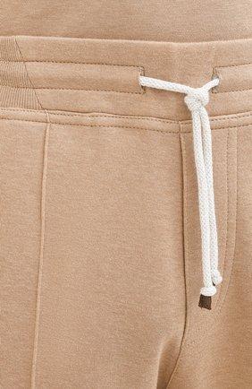 Мужские хлопковые брюки BRUNELLO CUCINELLI бежевого цвета, арт. M0T313212G   Фото 5 (Мужское Кросс-КТ: Брюки-трикотаж; Случай: Повседневный; Материал внешний: Хлопок; Длина (брюки, джинсы): Укороченные)
