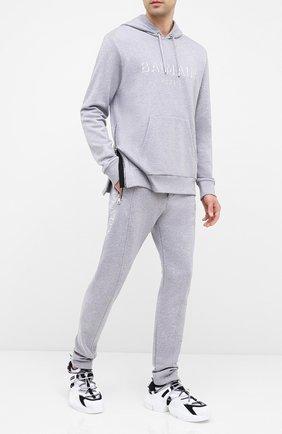 Мужской хлопковые брюки BALMAIN серого цвета, арт. UH15462/I364 | Фото 2