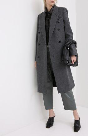 Женские кожаные мюли BOTTEGA VENETA черного цвета, арт. 618775/VBSH0 | Фото 2